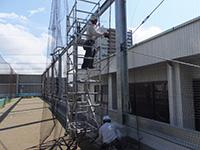 学校体育館屋上防球ネット 施工写真1
