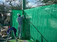 テニスコート外周防球ネット+防風ネット施工写真1