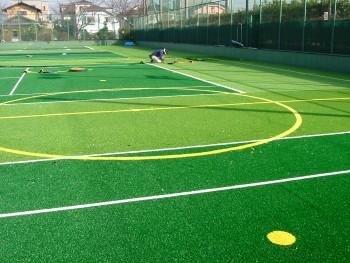 フットサル&テニス兼用コート人工芝工事 施工写真1